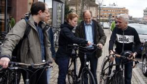 OV Lörrach Vorsitzender Boris Pasek, Alina Gross, Michael Cramer und Gerhard Zickenheiner bei der Tourvorbereitung an der Lörracher Velö-Station.