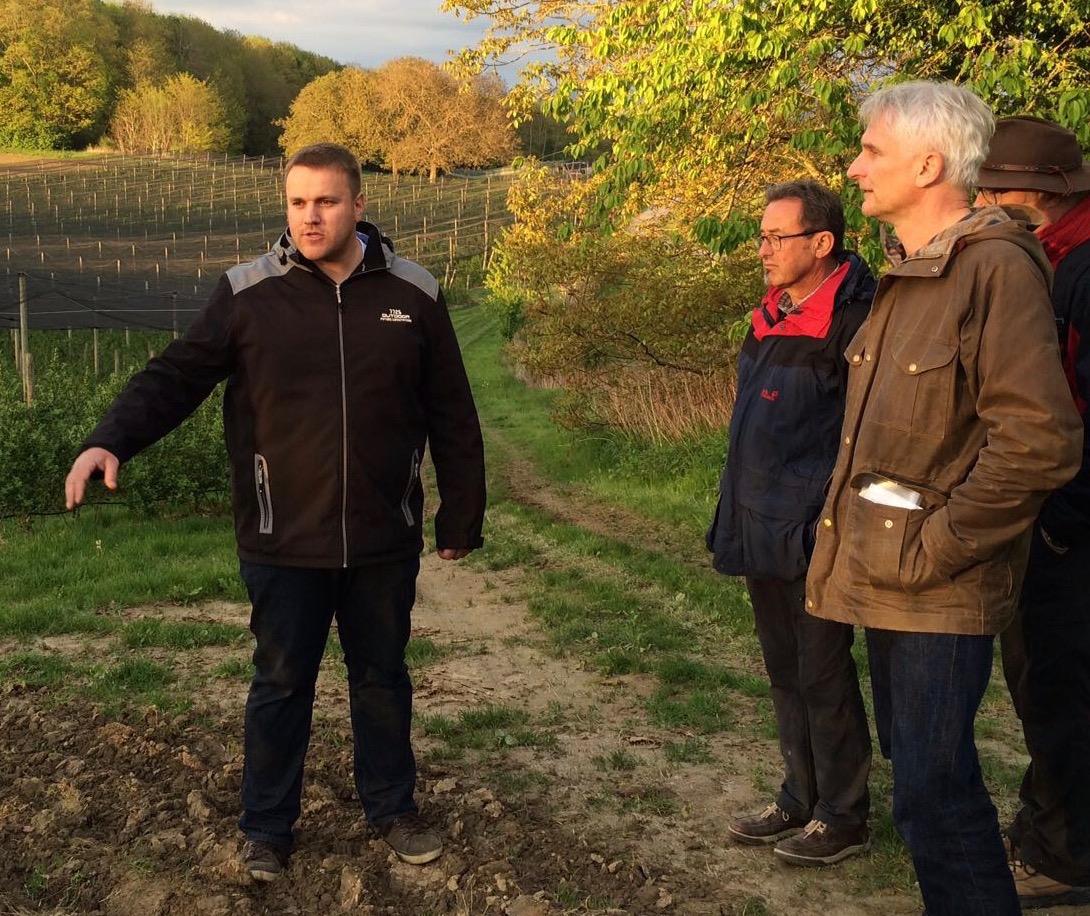 Landwirt und Grüner mit neuem Tonfall – Gerhard Zickenheiner unterwegs mit Kevin Brändlin in Huttingen