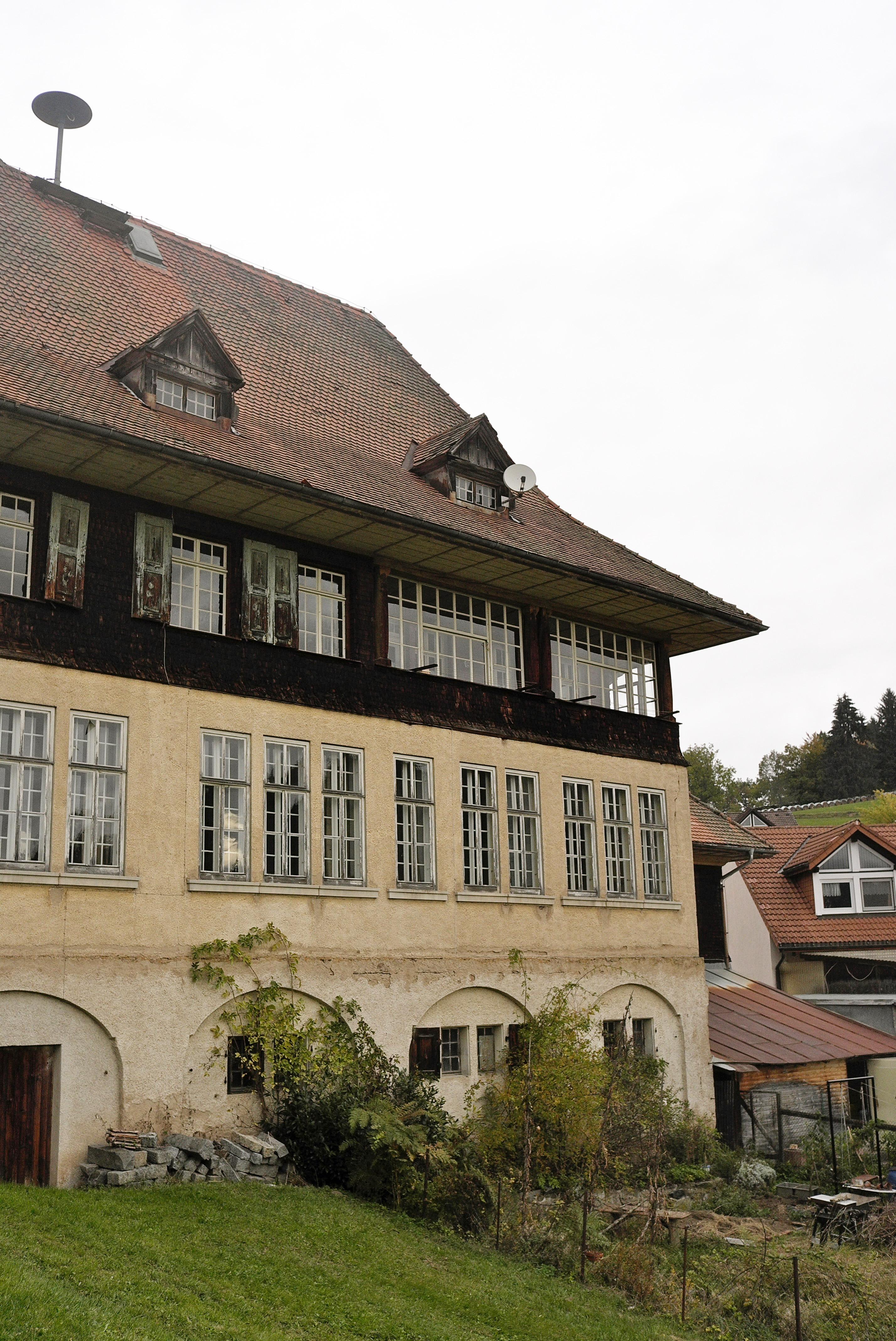 Gerhard Zickenheiner zu Besuch in Häg-Ehrsberg – Alte Ehrsberger Schule kann nicht saniert werden